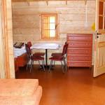 Wnętrze domku świerkowego 4-5 osobowego w Rowach