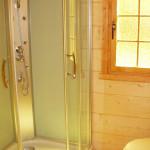 Prysznic w domku świerkowym 4-5 osobowym w Rowach